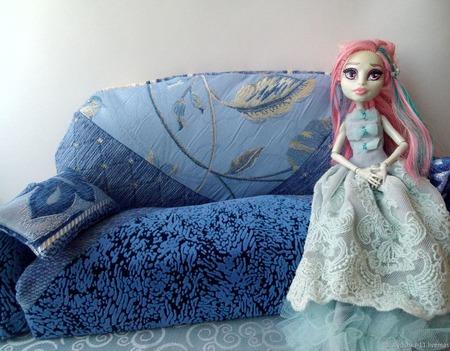 Диван для кукол ручной работы на заказ