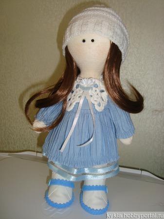 Кукла в голубом платье ручной работы на заказ