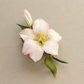 Брошь белая лилия из фоамирана