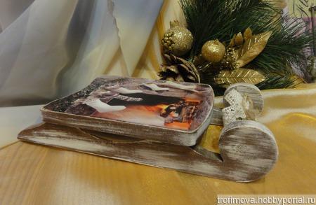 Интерьерные новогодние саночки ручной работы на заказ