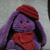 Зайчик плюшевый в шарфике и берете