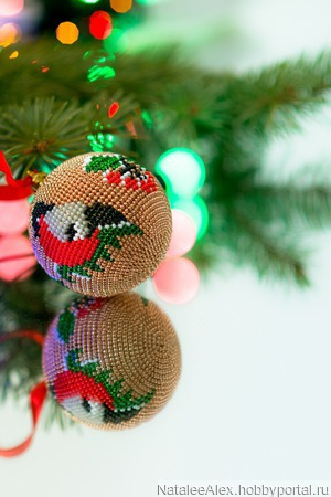 """Мастер-класс новогодний шар из бисера без крючка """"Снегирь и Калина"""" ручной работы на заказ"""