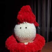Снеговик в красном свитере