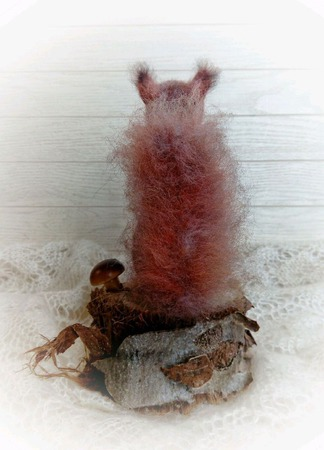 Интерьерная фигурка Валяный бельчонок ручной работы на заказ