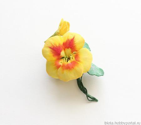 Брошь яркая, желтый цветок настурции ручной работы на заказ