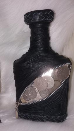 Бутылка в коже с монетками ручной работы на заказ