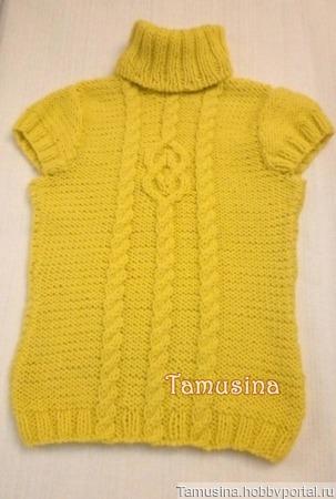 Женский жёлтый свитер с короткими рукавами и косами ручной работы на заказ