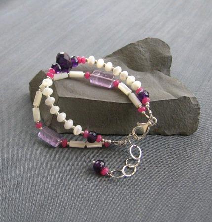 """Браслет """"Hyacinths"""" из перламутра и аметистов в серебре ручной работы на заказ"""
