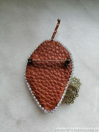 """Брошь """"Морозный листик"""" с пресноводным натуральным жемчугом барокко ручной работы на заказ"""