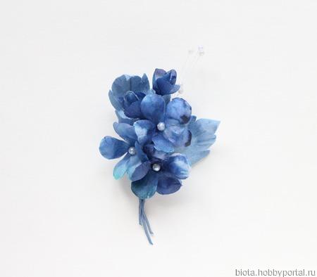 Брошь цветы из шелка, синий голубой букетик из ткани ручной работы на заказ