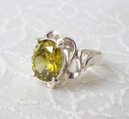 Серебряное кольцо с фианитом ручной работы на заказ