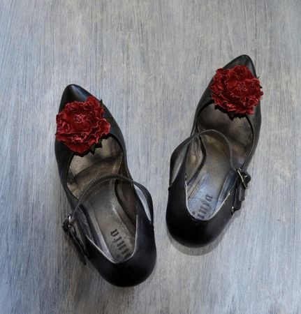 Розы из кожи Клипсы для туфель и брошь, натуральная кожа ручной работы на заказ