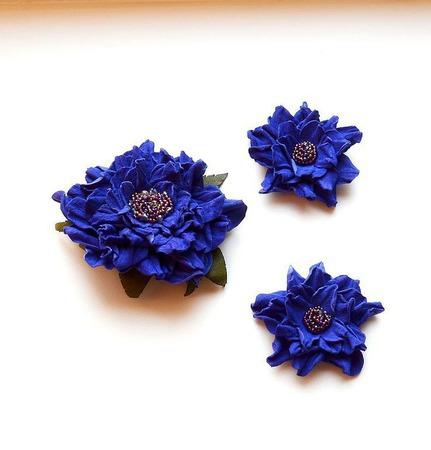 Брошь и клипсы для туфель синие цветы из натуральной  кожи ручной работы на заказ