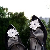 Клипсы для туфель и брошь , серебристая кожа жемчуг