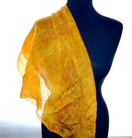 Солнечный платок жёлто рыжий тонкий натуральный шёлк эко крашение ручной работы на заказ