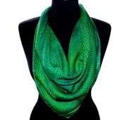 Зеленый шелковый платок