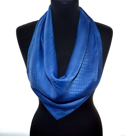 Синий платок шелковый шелк жаккард сине серый крокодил подарок женщине ручной работы на заказ