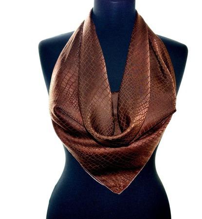 Коричневый платок шелковый шелк жаккард крокодил подарок маме женщине ручной работы на заказ