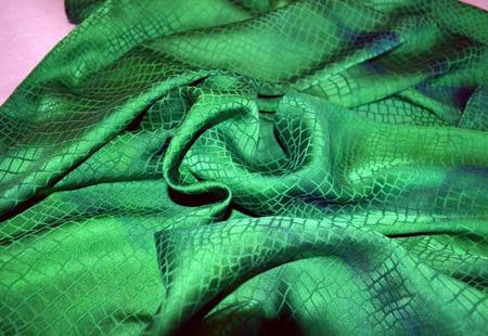 Шарф зелёный  жакард рептилия крокодил женский шарф ручной работы на заказ