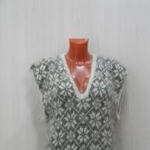 Женская жилетка с глубоким вырезом
