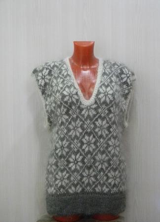 Женская жилетка с глубоким вырезом ручной работы на заказ