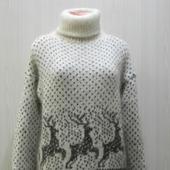 Белый свитер с оленями