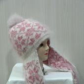 Бело-розовая шапочка с помпоном и ушками