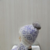 Вязаная шапочка с ушками и помпоном