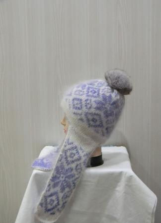 Вязаная шапочка с ушками и помпоном ручной работы на заказ