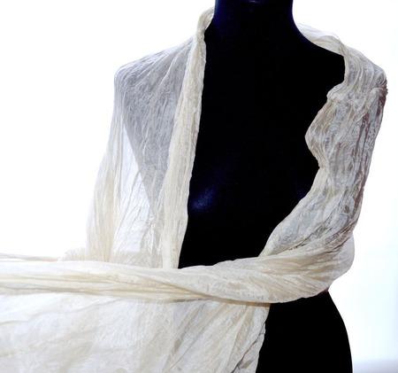 Светло бежевый женский шелковый шарф палантин эко крашение ручной работы на заказ