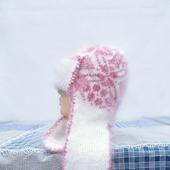 Бело-розовая шапка с ушками