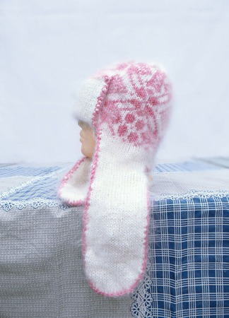 Бело-розовая шапка с ушками ручной работы на заказ