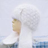 Белая пуховая шапка с ушками