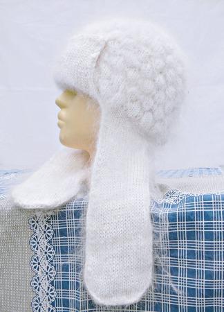 Белая пуховая шапка с ушками ручной работы на заказ