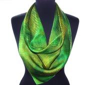 Зелёный платок шелковый  шелк жаккард крокодил подарок маме  женщине