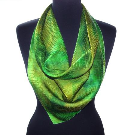 Зелёный платок шелковый  шелк жаккард крокодил подарок маме  женщине ручной работы на заказ