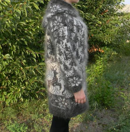 Женская кофта с оленями 1 ручной работы на заказ