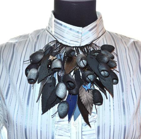 Серо черное Колье из окрашенных коконов шелкопряда,необычное колье ручной работы на заказ