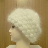 Белая шапочка с отворотом