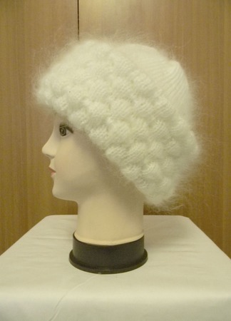 Белая шапочка с отворотом ручной работы на заказ