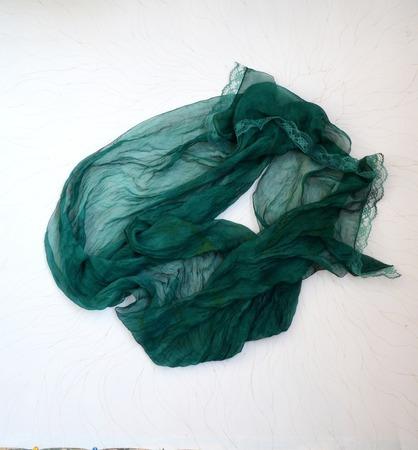 Изумрудно зелёный шарф палантин шёлковый  длинный ручной работы на заказ