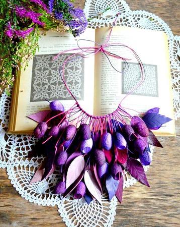 Колье из коконов шелкопряда и кожи, бордово фиолетовоенеобычное колье ручной работы на заказ