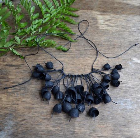 Колье чёрное из окрашенных коконов шелкопряда и бусин ручной работы на заказ