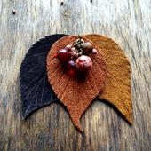 Осенняя брошь из кожи осенние листья с бусинами подарок женщине
