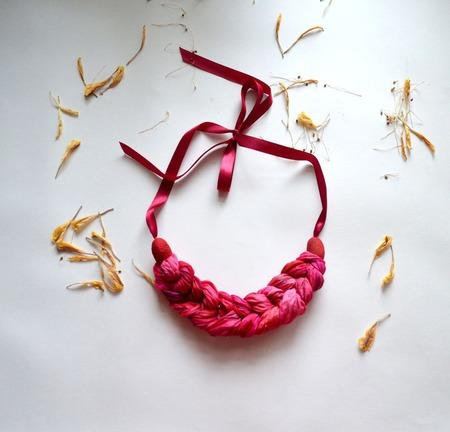 Колье коса из шёлка окрашеного вручную бохо текстильное колье украшени ручной работы на заказ