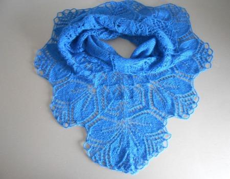 Шаль вязаная  Синяя ручной работы на заказ