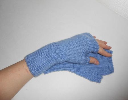 Митенки вязаные голубые ручной работы на заказ