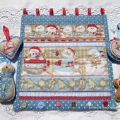 """Новогоднее текстильное панно """"Снеговики с пряниками"""""""