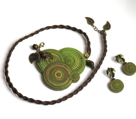 """Кулон из полимерной глины """"Яблоневый сад"""" зеленый коричневый круги ручной работы на заказ"""