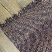 Вязаный коврик коричневый с бахромой